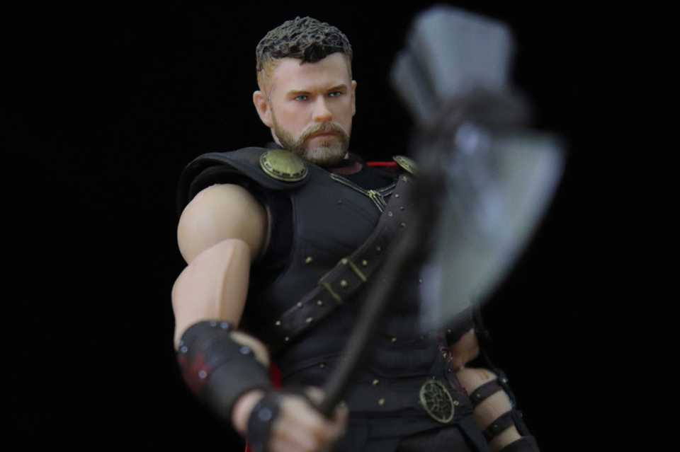 Mezco Thor Collection