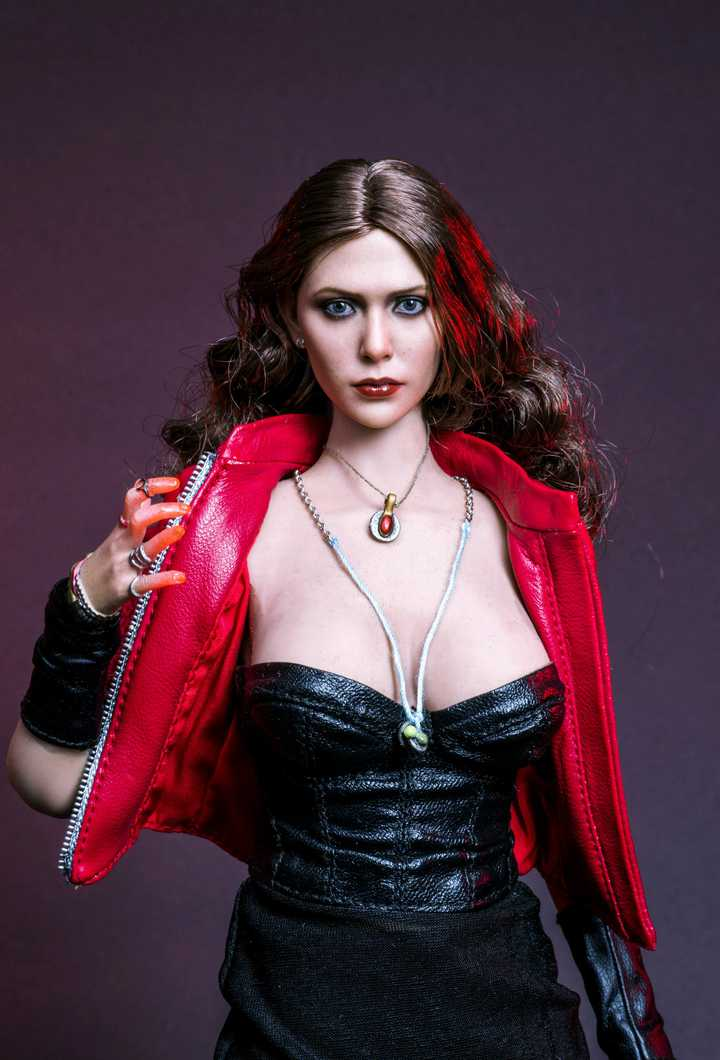Hot Toys Scarlet Witch Wanda With Seamless Body
